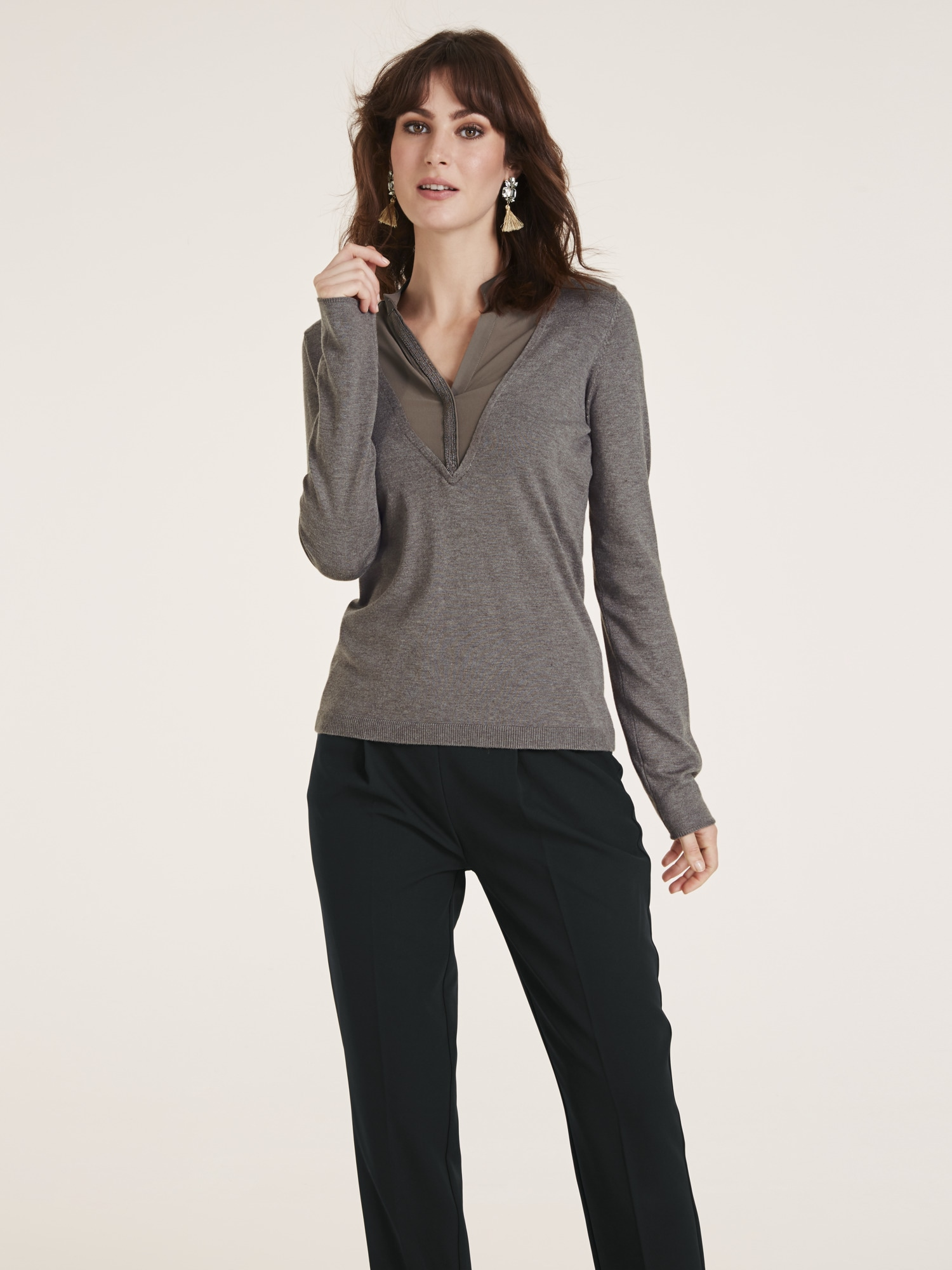 heine TIMELESS Pullover Two-in-one-Look mit Schmuckapplikation