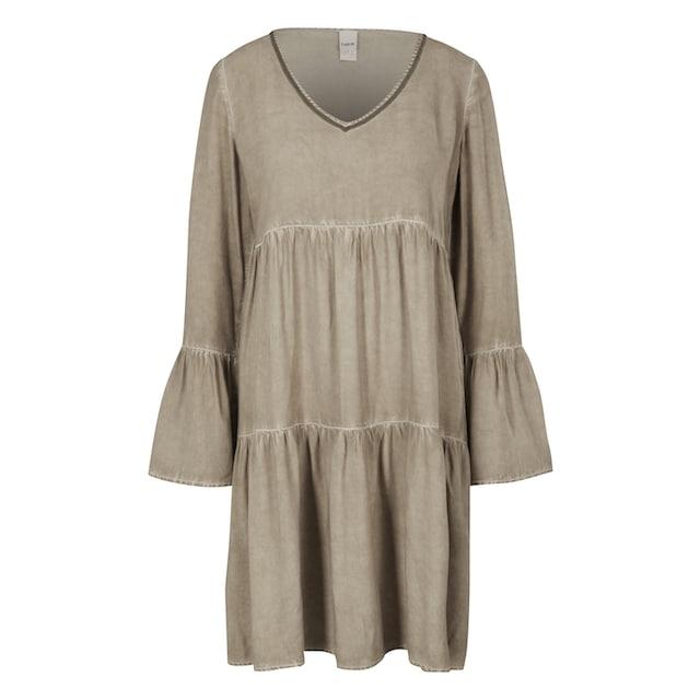 Kleid mit Schmuckdetail